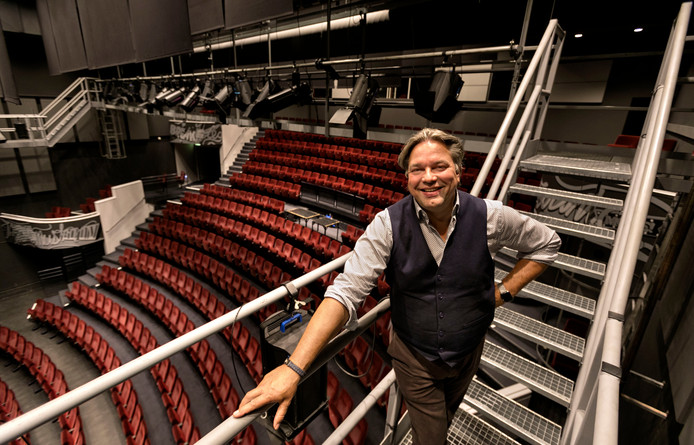 Directeur Sjoert Bossers in theater de Schalm in Veldhoven.