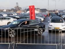 Tesla 3 vliegt weg: 'Het lijken wel hamburgers'