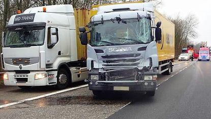 Moeilijke ochtendspits na ongeval met twee trucks