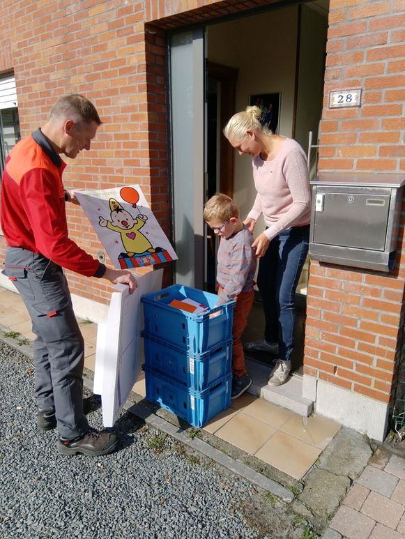 Postbode Jurgen Van Boven leverde maandagochtend 1.028 kaartjes af aan Thor.