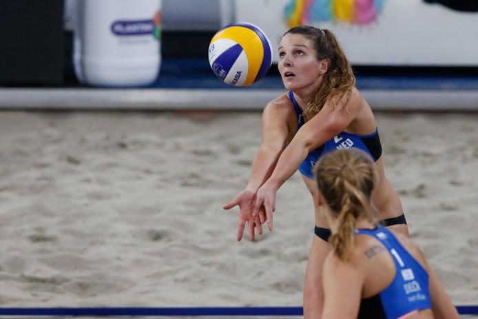 Jolien Sinnema (achter) gaat niet verder met Laura Bloem, de sportieve toekomst van de Meppelse is onzeker.