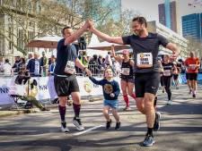 Ook wandelaars gaan straks over de finish bij NN Marathon Rotterdam
