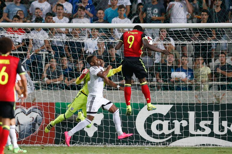 61': Romelu Lukaku kopt de 0-2 binnen.