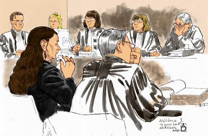 De 38-jarige moeder van Sharleyne (8) Hélène J. en haar advocaat Paul van Jaarsveld in de rechtbank van Assen.
