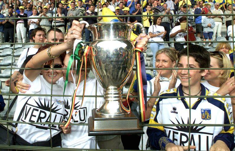 Supporters van Westerlo mogen de Beker van België ook even vasthouden.