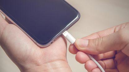 Je smartphone in het openbaar opladen? Geen goed idee