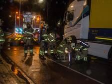 Vrachtwagen laat dieselspoor achter in Zevenaar