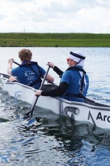 Race met betonnen kano's op E3-strand in Eersel