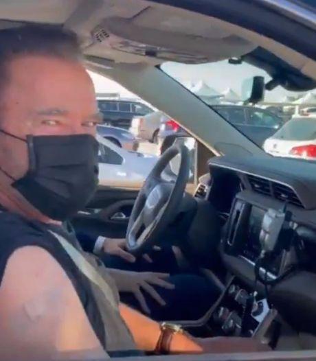 """Schwarzenegger s'est fait vacciner: """"Faites comme moi si vous voulez vivre"""""""