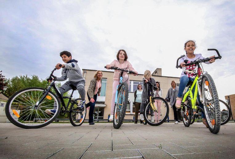 Basisschool De Dobbelsteen heeft voortaan kinderfietsen ter beschikking.