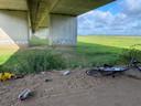 De feestlocatie onder de A1-brug.