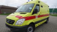 Fietser (47) gewond na aanrijding in bocht langs Rolleweg