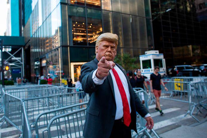 Manifestant met masker van Trump tijdens betoging tegen het staatshoofd