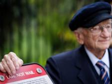 Ben Ferencz onthult eigen bank bij Vredespaleis: 'Never give up'