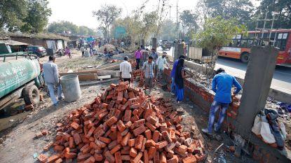 India wil er zo mooi mogelijk uitzien voor bezoek van Trump en bouwt zelfs muur langs sloppenwijk