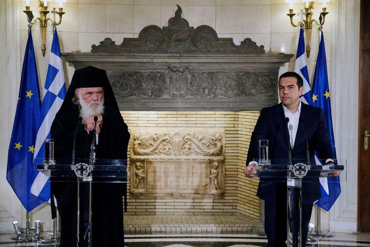 Aartsbisschop Ieronymos (l) en premier Alexis Tsipras op 6 november dit jaar. Beeld AP