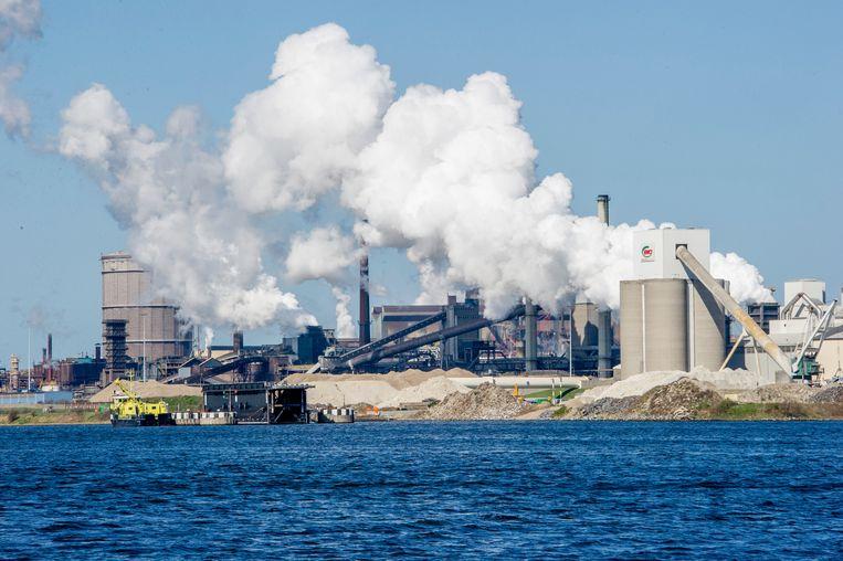 De hoogovens van Tata Steel  te IJmuiden. Het bedrijf is  vrijgesteld van energiebelasting. Beeld ANP