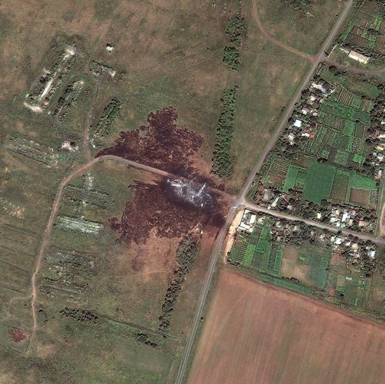 Een satellietfoto van een gedeelte van het gebied waar vlucht MH17 vorige week donderdag crashte in Oost-Oekraïne. Beeld reuters
