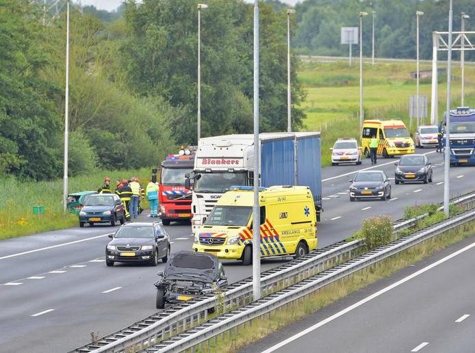 Het ongeluk gebeurde ter hoogte van de afslag richting Tilburg.