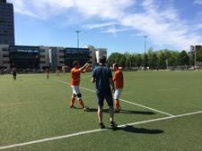 Auto op slot; DVV-voetballer zit zonder spullen