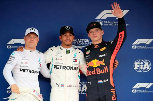 De top 3 van de kwalificatie, vlnr: Valtteri Bottas, Lewis Hamilton en Max Verstappen,