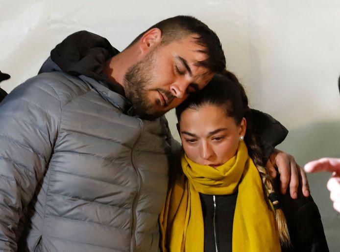De mama en papa van Julen tijdens een rouwmoment voor de omgekomen peuter in Totalan eerder dit jaar.