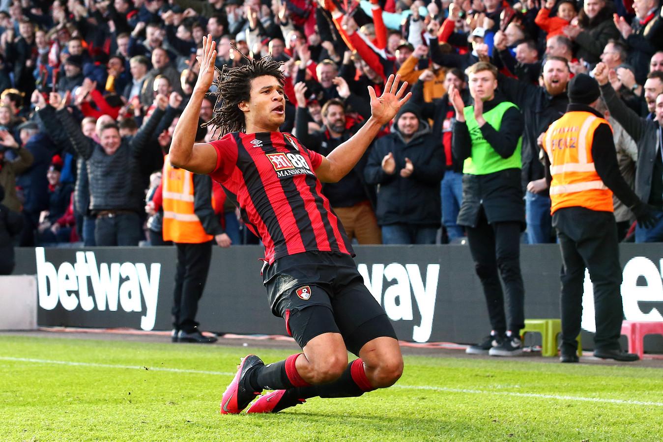 Nathan Aké viert een doelpunt voor Bournemouth. Bij Manchester City begint hij weer onderaan de ladder en moet hij eerst de masterclass van Pep Guardiola succesvol afronden.