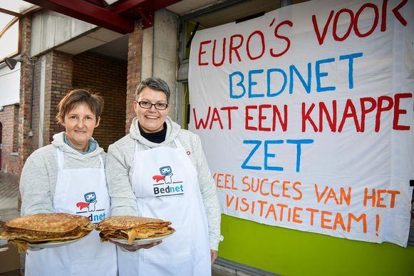 De chefs van dienst: mama Hilde Jacobs (rechts) samen met Annemarie Eeckhout.