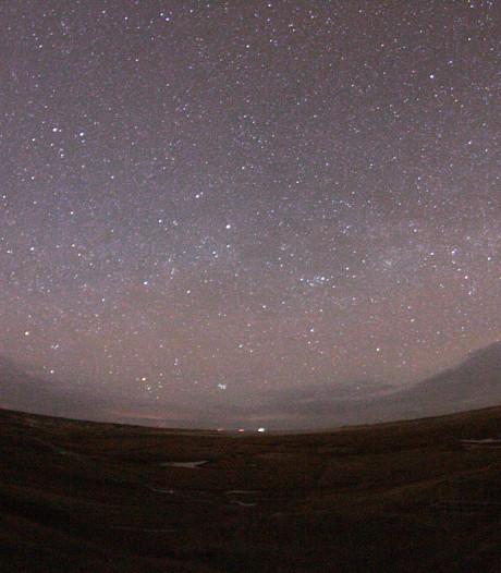 Texelaar maakt bijzondere foto van uitbundige meteorenpiek