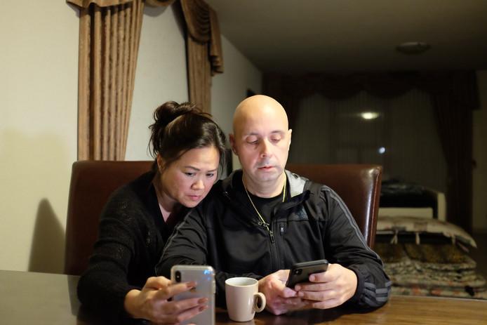 Fred en Loes brengen het slechte nieuws via Facetime naar de familie, die zich verzameld heeft bij Ivana's ouders. De teleurstelling is enorm.
