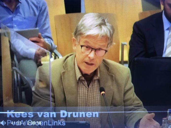 Kees van Drunen, fractievoorzitter van PvdA/GroenLinks in Maasdriel, tijdens de vergadering van de commissie ruimte.
