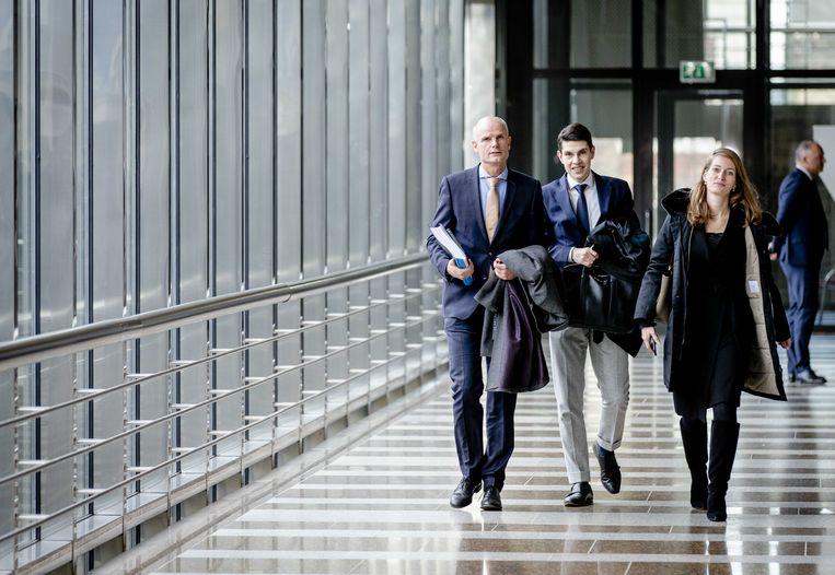 Minister van Buitenlandse Zaken Stef Blok komt donderdag aan in de Tweede Kamer, waar hij de pers te woord staat over de Nederlanders in Hubei. Beeld ANP