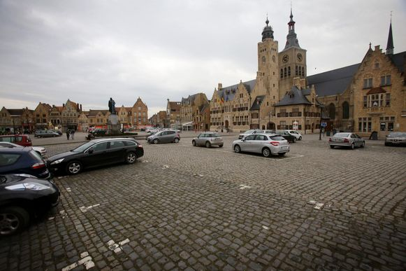 De Grote Markt van Diksmuide.