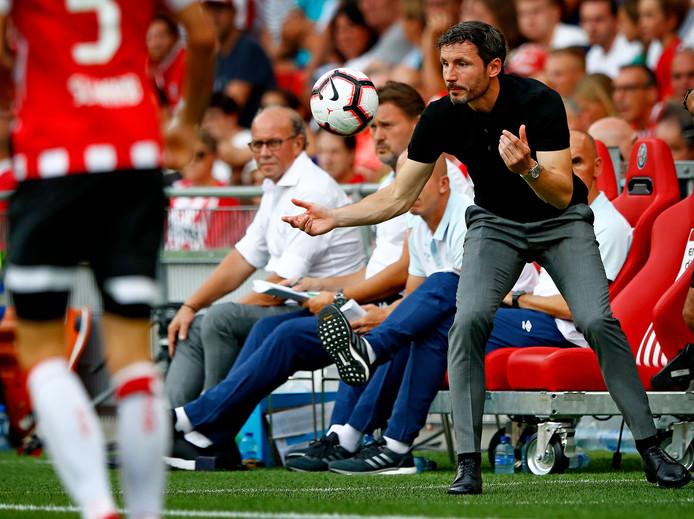 Mark van Bommel bij zijn debuut als PSV-trainer op 4 augustus 2018, in de strijd om de Johan Cruijff Schaal tegen Feyenoord.
