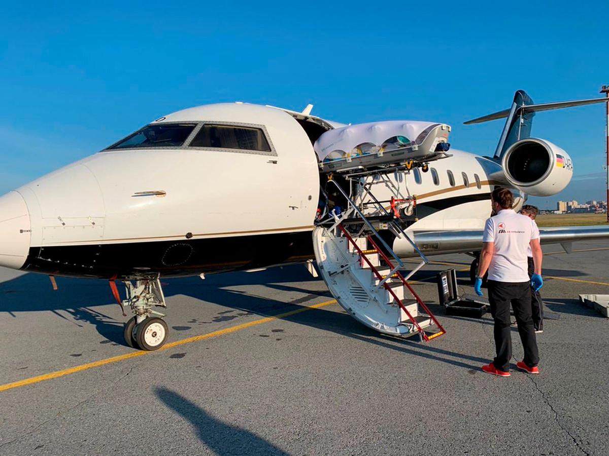 Op 22 augustus werd Navalny vanuit Omsk overgevlogen naar Duitsland voor behandeling in de Berlijnse kliniek Charité.