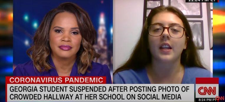 Hannah Watters (15) staat CNN te woord. Na felle kritiek is haar schorsing ingetrokken.