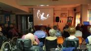 Bewoners van Sint-Anna genieten dankzij livestream van nostalgische Edith Piaf-voorstelling