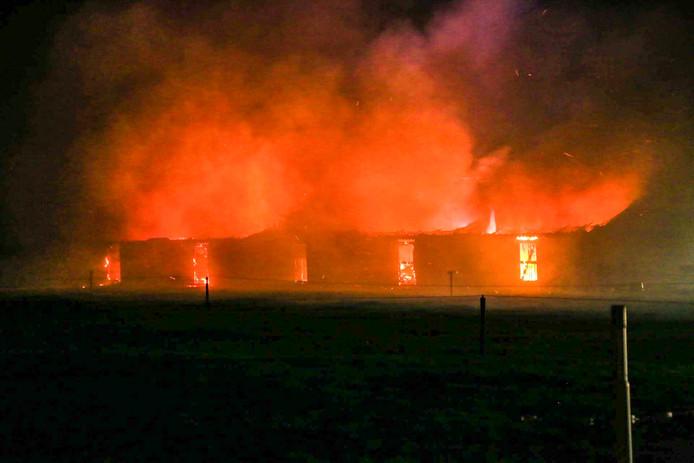 Stalbrand aan de Zonnewende in Deurne.