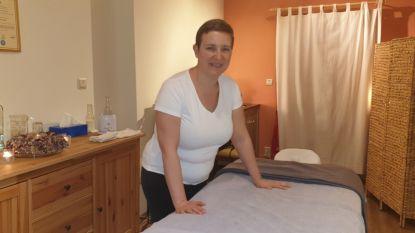"""Katleen geeft massages ten voordele van doofblindenorganisatie: """"Mijn zus en ik zijn zelf slechthorend en slechtziend"""""""