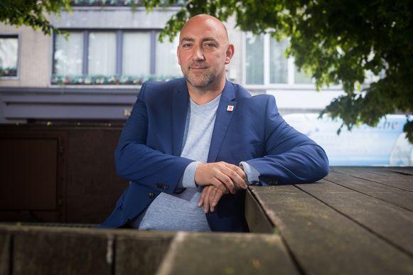 Opgegroeid in een arm gezin, en nu heeft Gaby Colebunders het geschopt tot parlementslid voor de PVDA. Maar hij rekent zich niet rijk, hij staat meer dan de helft van z'n wedde af aan de partij.