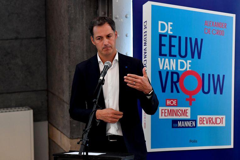 Vice-premier Alexander De Croo komt zijn boek 'De eeuw van de vrouw' voorstellen in de bibliotheek van Moerbeke.