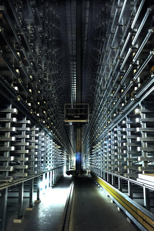 Het hypermoderne magazijn dat in maart 2016 in gebruik werd genomen dient straks als  opslag voor onderdelen van Europese JSF's.