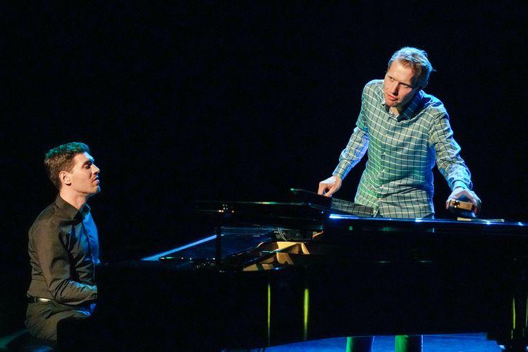 Pianist Tom Dicke (l) en cabaretier Jan Beuving (r) in 'Rotatie' Beeld Jaap Reedijk