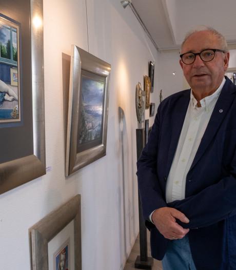 Schilder Jan van Buiten komt buurten bij opening expositie Renesse