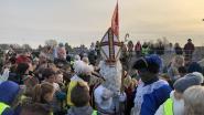 Juichende kinderen geven Sint warm welkom
