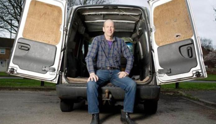 Clive in zijn bestelwagen, tijdens de reportage van Channel 4 over spermadonoren.