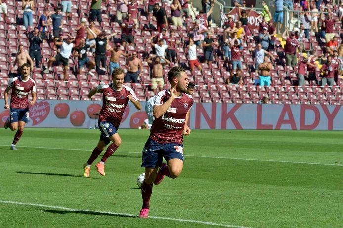 Schalk scoort voor Servette FC.