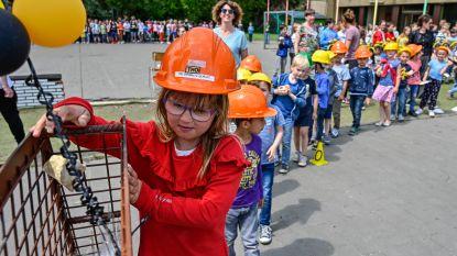 Bijenkorf bouwt nieuw kleutergebouw: Eerste steen is honingraat met tijdscapsule