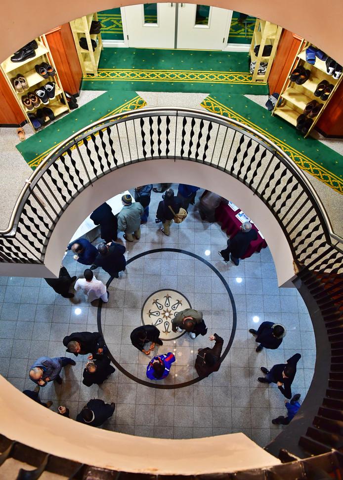 Het interieur van de moskee.