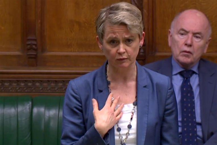 Labour parlementariër Yvette Cooper krijgt haar brexit motie met overweldigende meerderheid aangenomen.   Beeld AFP